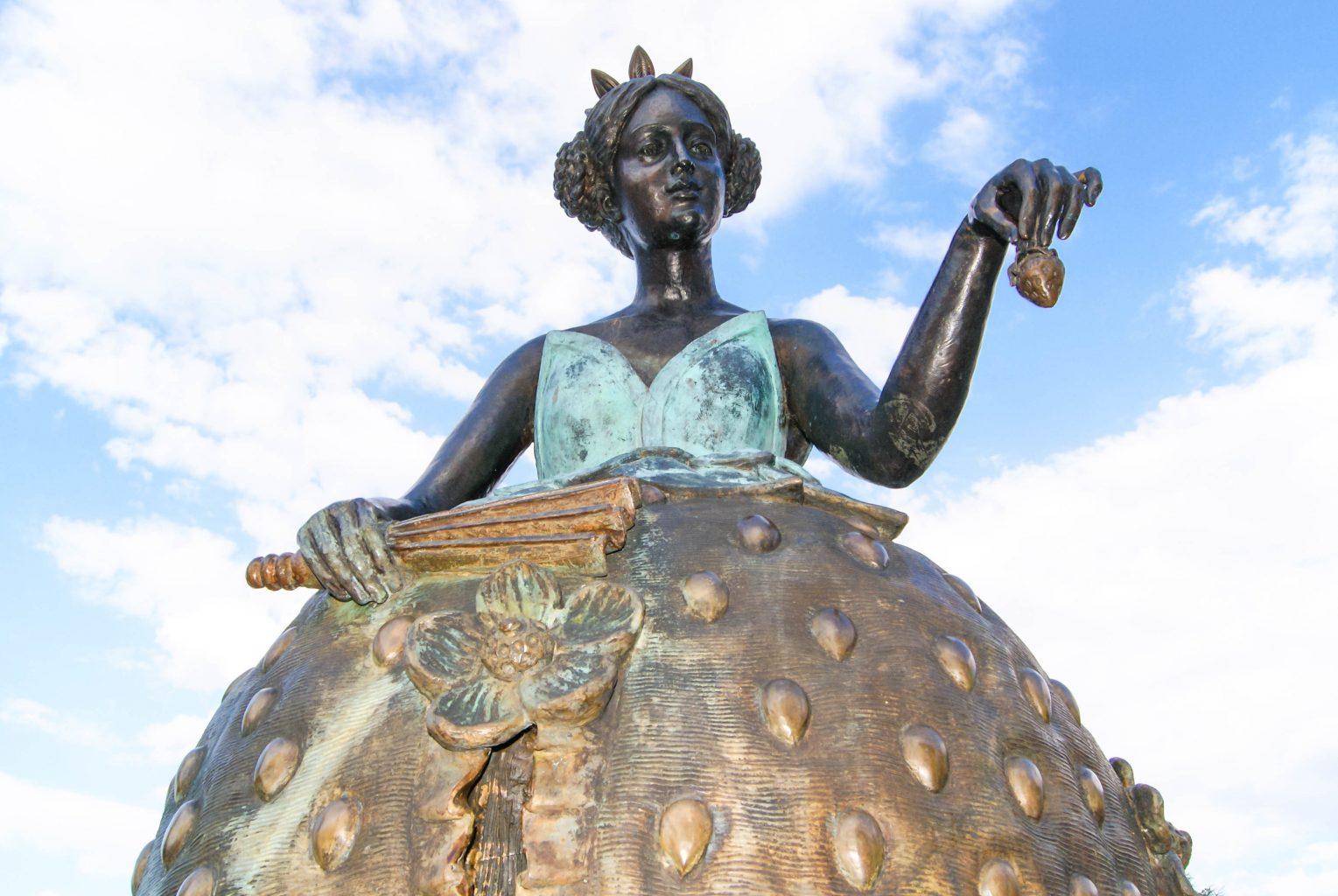 Pomnik truskawki w Korycinie